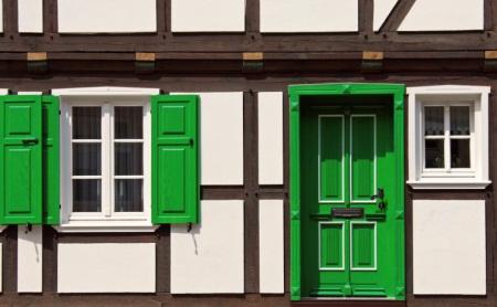 Naturfarbe aus Leinöl nicht nur für Fachwerk-Haus.