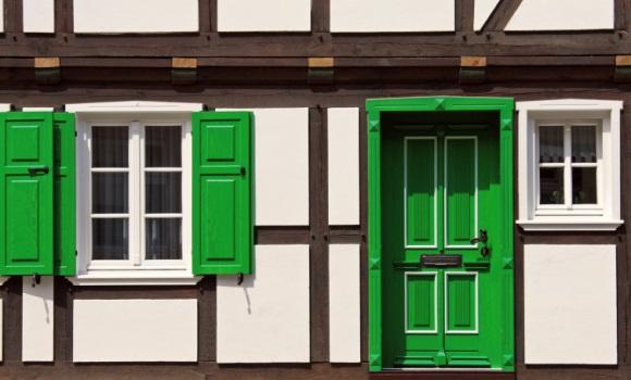 Leinöl: Natürliche Holzpflege und lösemittelfreie Farben