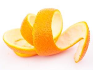 Mit Orangenschalen reinigen
