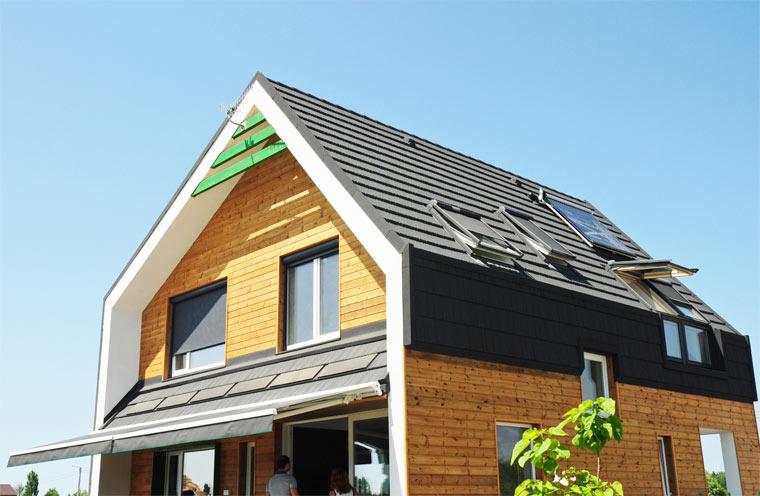 Modernes Haus mit Holzfassade