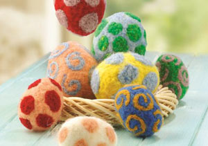 Bastelidee zu Ostern: Ostereier aus Filz selber machen