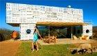 Villa aus Paletten und Containern
