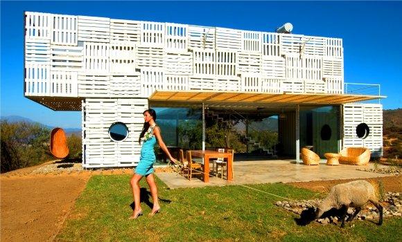 Reduce, reuse, recycle: Wie Container und Paletten zur Villa werden
