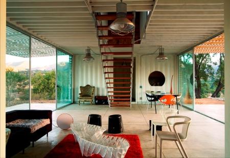 Das Haus mit modernem Design befindet sich in einem Naturschutzgebiet