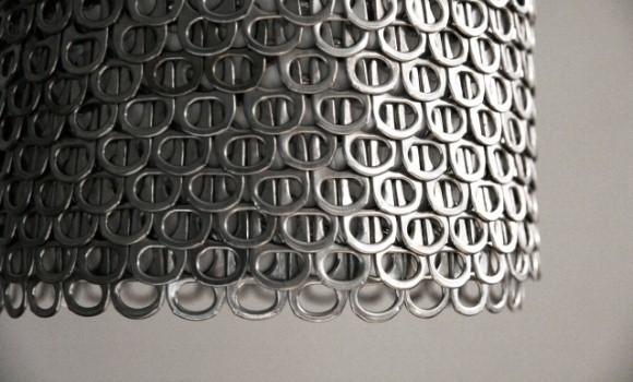 Upcycling: Wie Getränkeverschlüsse zur Design-Lampe werden