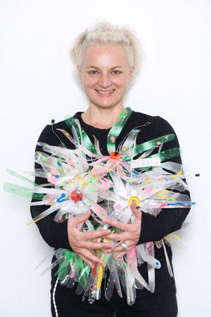 Eva Ploder möchte mit Kunst auf das Thema Umwletschutz aufmerksam machen © World of Eve