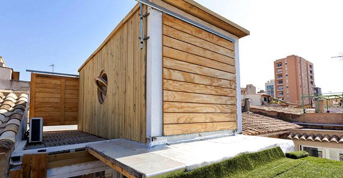 Das zuckersüße Containerhäusschen über den Dächern von Palma de Mallorca bietet Platz für 3  Leute © Balbina & Miguel Angels