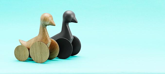 Naturbelassen oder in anthrazit. Dor Carmon stellt beide Varianten für © Normann Copenhagen zur Verfügung