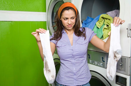 Grasflecken an Socken sind ein Graus. Lesen Sie, was wirklich hilft! Bild: Jupiterimages ©Getty Images