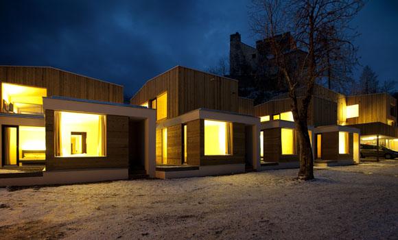 Moderne Architektur mit Burgambiente