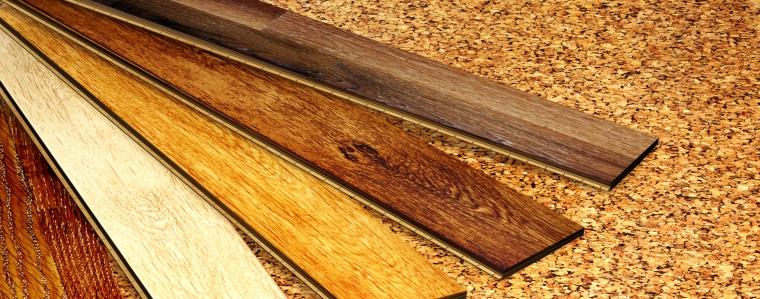 Natürliche Bodenbeläge aus Kork und Holz