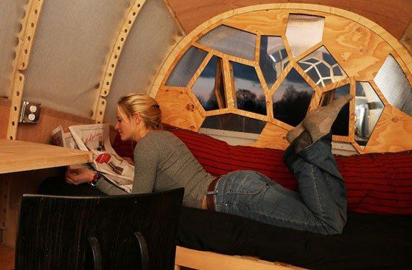 Mobiler, ökologischer Wohnwagen aus Naturprodukt Holz