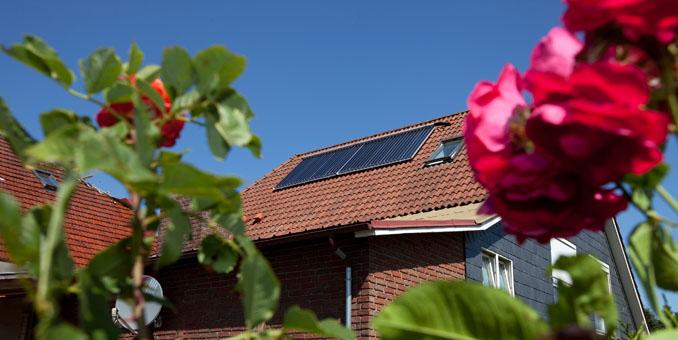 Fertige Solarthermieanlage. Schon geringe Flächen können für ausreichend Wärme sorgen. ©Paradigma
