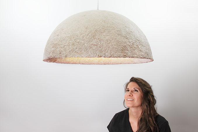 Neben der Trichterform gibt es auch diese runde Deckenlampe, die sich auch umfunktionieren lässt... © Jam Editions Inc.
