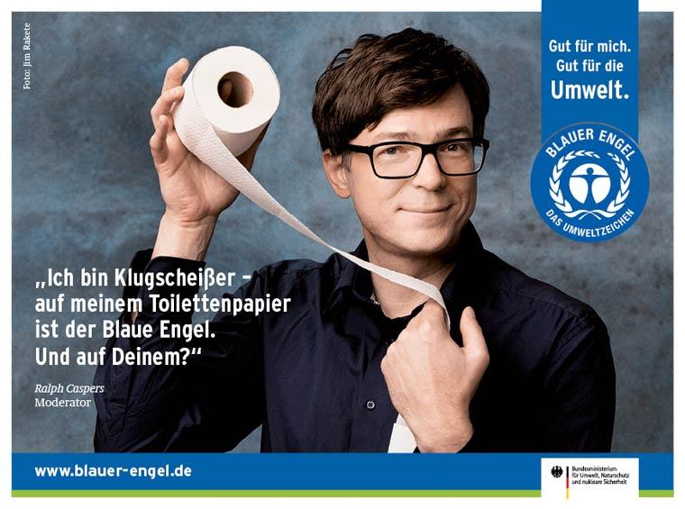 Moderator Ralph Caspers verwendet umweltfreundliches Recyclingpapier mit dem Blauen Engel drauf