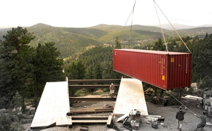 Im Containerhaus wohnen ein Haus aus Holz und Stahl