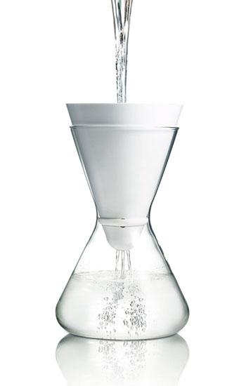 Der Wasserfilter in Aktion. So einfach wie schnell © SOMA