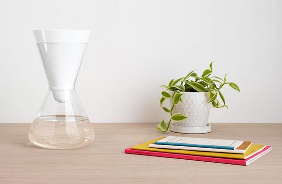 Frisch gefiltert auf den Tisch: Formschöner Wasserfilter von SOMA