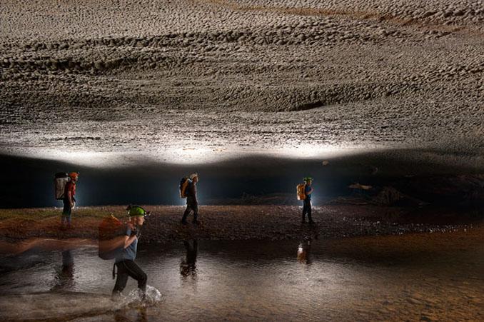 Düster aber geräumig sieht es in der größten Höhle der Welt aus © Carsten Peter / National Geographic