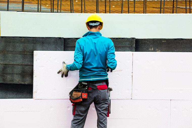 Bauarbeiter Styropor Wärmedämmung