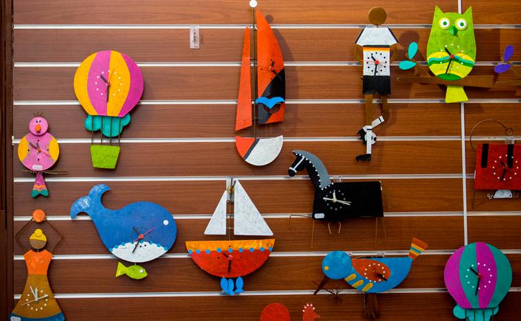 Die rund 40.000 Messebesucher können sich auf dem Fair Trade Market in Halle 15 wie schon im letzten Jahr über fair gehandelte Textilien, Schmuckstücke und Kunstwerke informieren.