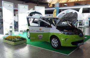 Die zwei E-Autos sollen die Mitarbeiter zu mehr E-Mobilität in ihrem Alltag motivieren © HiPP