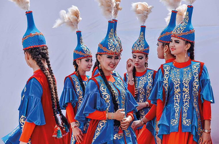 Traditionelle kasachische Kleidung