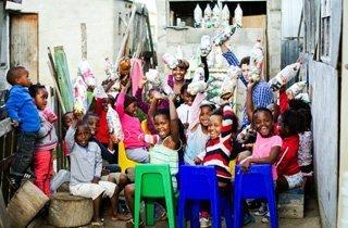 Mit Plastik Schulen bauen, tolles Recycling-Projekt