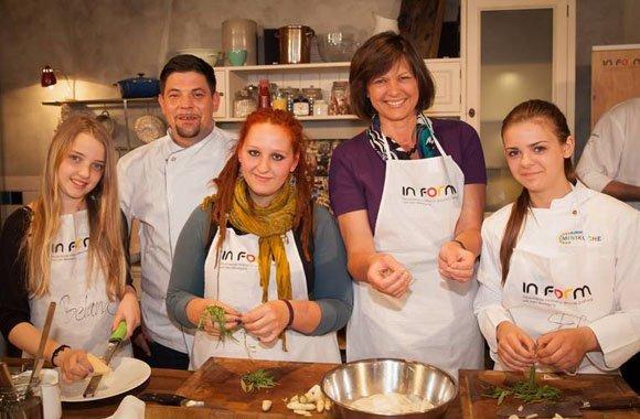 Das Koch-Einmaleins in der Schulküche lernen