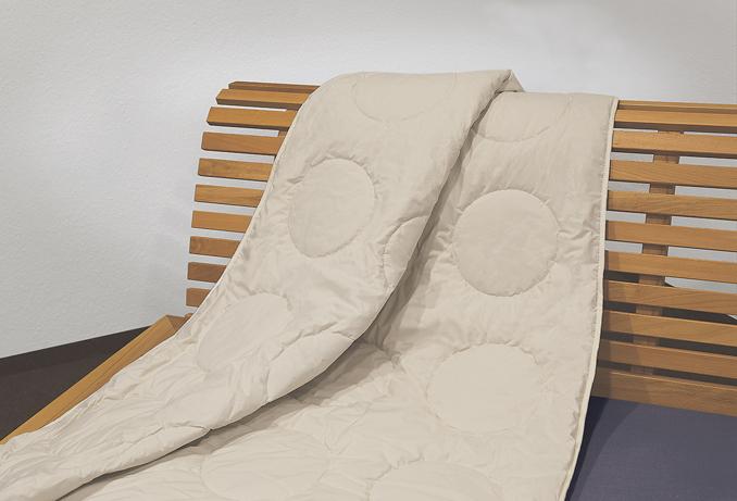 allnatura zeigt worauf beim kauf von naturbettdecke zu achten ist. Black Bedroom Furniture Sets. Home Design Ideas