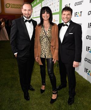 Sängerin Nena ist ein gern gesehener Gast auf dem grünen Teppich, den sie hier mit den Initiatoren der GreenTec Awards teilt