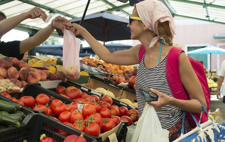 Unternehmen mit weniger als 250 Angestellten müssen keine Gebühr auf Plastiktüten erheben