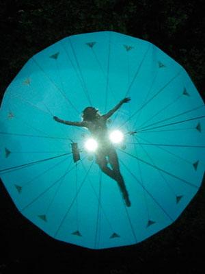 Im Rahmen des Theaters finden zwei Open Air Performances statt, wie hier The Dream Engine
