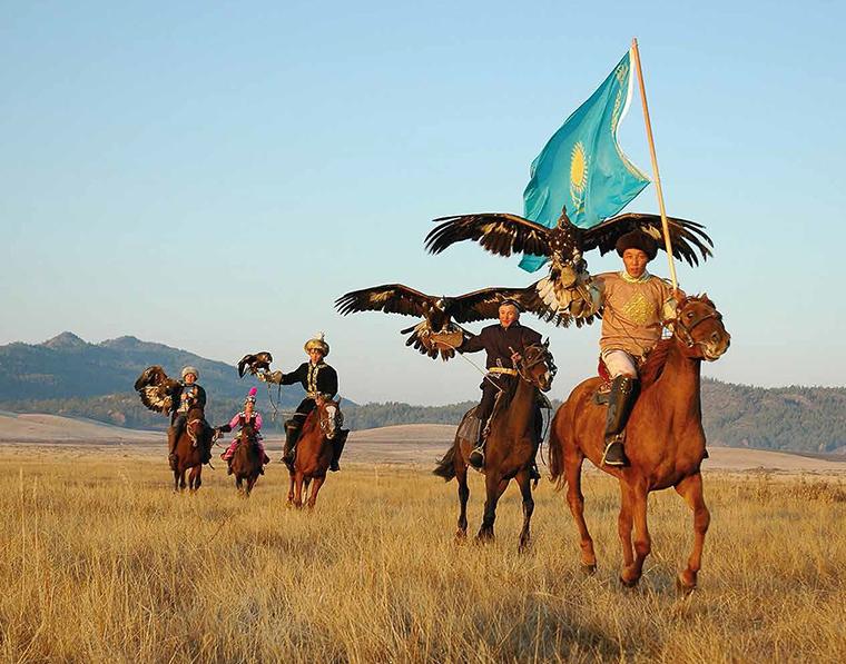 Jagd mit dem Adler ins Kasachstan Steppen
