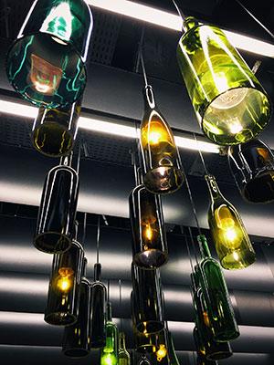 So wird eine Flasche zur Lampe umfunktioniert.