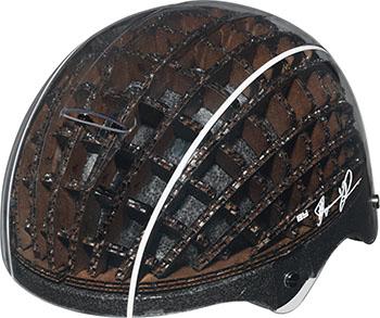 Der Performance Helm von ABUS geht als gutes Vorbild voran. Er ist recycelbar oder aus recyclten Materialien, bietet höchsten Tragekomfort und gute Dämpfeigenschaften bei einem etwaigen Sturz © ABUS