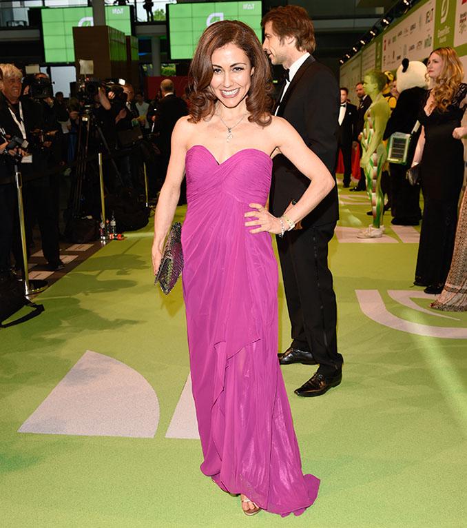 Jung, frisch, magenta. Anastasia Zampounidis auf dem Green Carpet der © GreenTec Awards