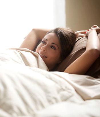 Erholt in den Tag starten mit gesundem Schlaf © stokkete (iStock / thinkstock)