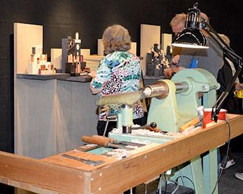Die Miniaturdrechslerei UHLIG führt sein feines Handwerk vor © ecowoman.de