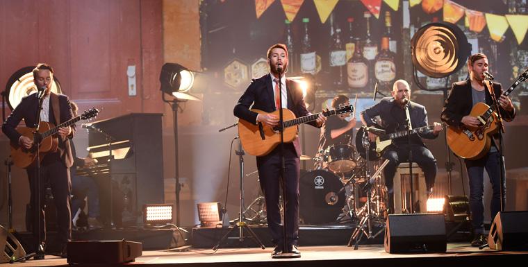 Die Rockband Revolverheld hat bei ihrem Unplugged Auftritt bei der Preisverleihung in München beeindruckt