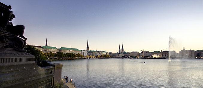 Der innerstädtische Alstersee prägt das Bild Hamburgs © Thomas Ulrich, LoboStudio Hamburg (flickr)