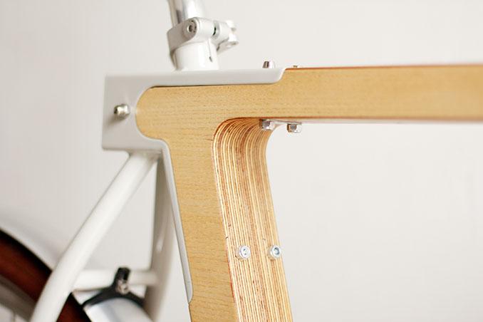 Auch die Sattelkonstruktion ist nur ein wenig mit Metall verstärkt © spielplatz/v2com
