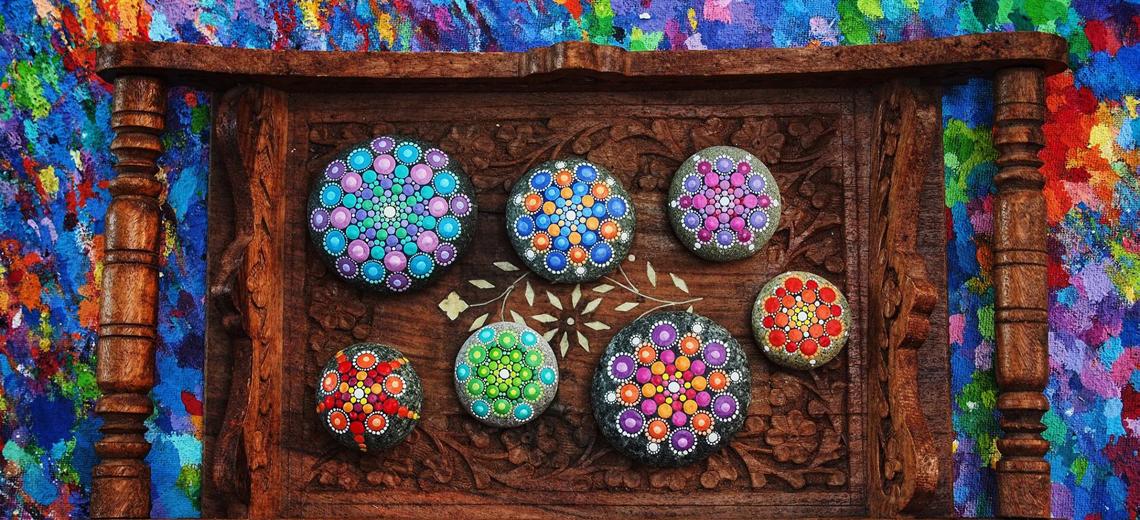 Wunderschöne Mandalas auf Steinen, Naturkunst