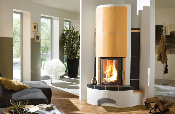 Kachelofen, Heizkamin oder Kaminofen: Mit Holz Pellets & Brennholz günstig heizen