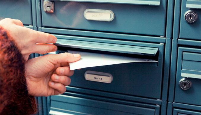 Postwurfsendungen produzieren nicht nur eine Menge Altpapier, sondern haben auch noch eine umweltschädliche Hülle aus Plastik © lofilolo (iStock / thinkstock)