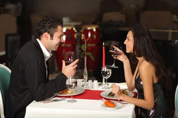 Dinner for two im romantischen Flair der tschechischen Hauptstadt Prag ©ESLINE fotolia