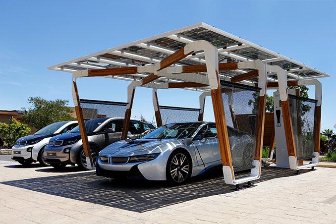 Einfach Anschließen und die Sonne macht den Rest. © BMW