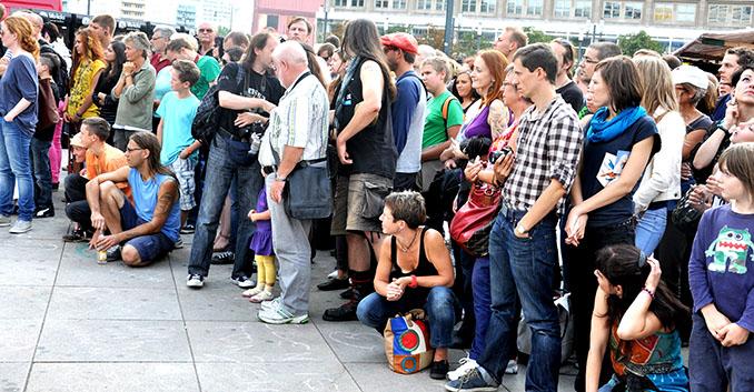 Der Andrang ist groß und alle warten auf das Vegan-Vegetarische Sommerfest 2014 © VEBU Deutschland