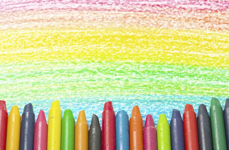 Aussortierte Wachsttifte werden eingeschmolzen