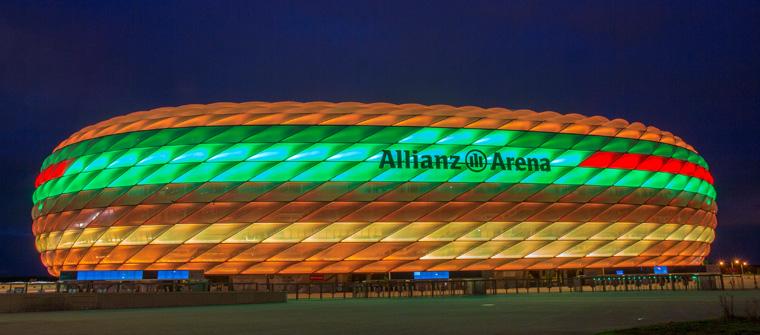 Für die Werbekampagne wurde Die Allianzarena im McB Farben bestrahlt
